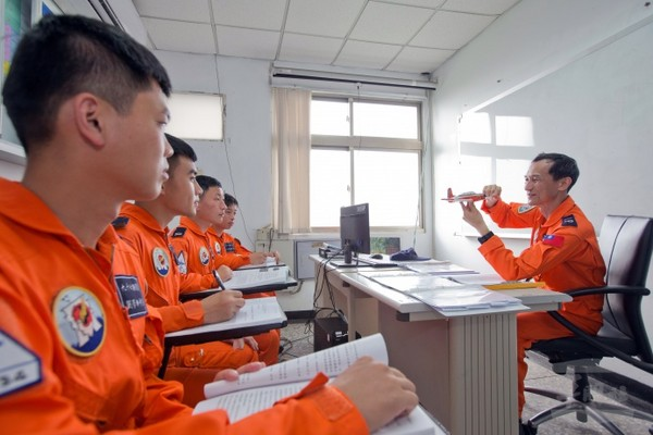 空軍有個「插管朱」教官 專治快淘汰飛行學員