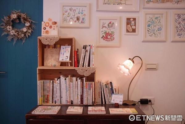 ▲▼Arise利用插畫作品、乾燥花、籐籃、紅酒櫃等素材,打造日系雜貨風的畫室。(圖/Arise提供)