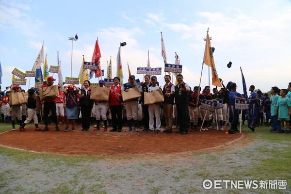 花蓮縣政府教育處在德興棒球場舉辦能高棒球節系列活動。(圖/記者王兆麟攝)