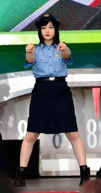 橋本環奈穿「警察制服」亮相,但往小腿一瞥…她被劇組害慘了(圖/翻攝自網路)