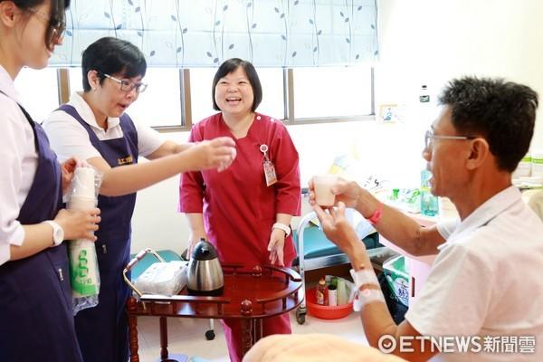 ▲台南市新樓醫院安寧病房,推行養生茶服務已有10年之久,強調的人情味,著重與病人的關係連結。(圖/新樓醫院提供)