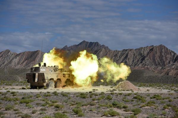 ▲▼解放軍新疆軍區9日在西北高原組織了新型PLZ-09S 122毫米自行火砲的演練。(圖/翻攝自《中國軍網》)