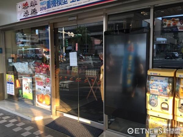 ▲昆陽站附近店家停電。(圖/記者蔡紹堅攝)