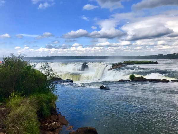 ▲阿根廷伊瓜蘇瀑布( Iguazu Falls)。(圖/網友Yumi提供,請勿隨意翻拍,以免侵權。)