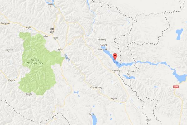 ▲▼中印軍隊拉達克地區邊境的班公湖(Pangong lake)「實際控制線」(LoAC)發生衝突。(圖/翻攝自Google)
