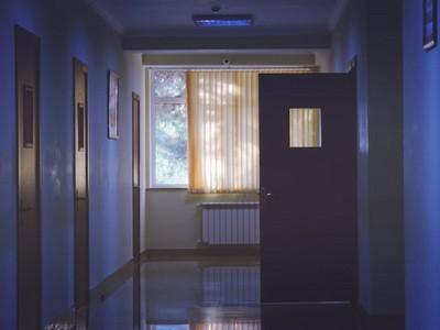 住飯店一出電梯就被鬼撞 去海邊有人叫名字別亂回答