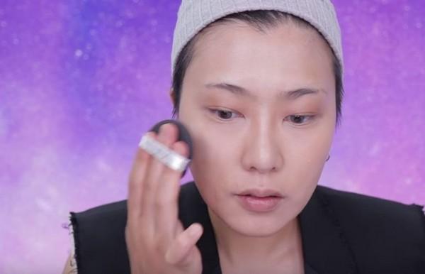 ▲小臉妝(圖/翻攝自youtube、曾之喬、邵雨薇臉書官方粉絲團)
