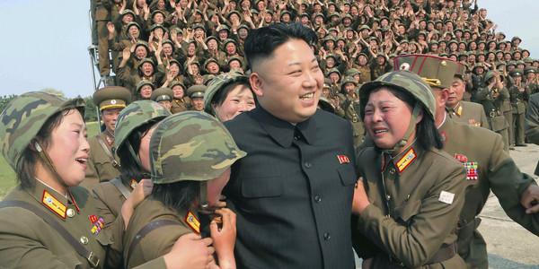 ▲北韓人民,人人都愛金正恩同志。(圖/達志影像/美聯社)