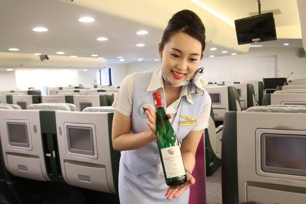她當空姐爆痘毀容,轉地勤學彩妝遮瑕 意外成為「最美人師」(圖/瑞秋空姐教室提供)