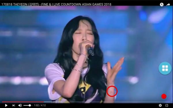 太妍印尼受傷了! 「手上瘀青超明顯」敬業站舞台開唱(圖/翻攝自Youtube)