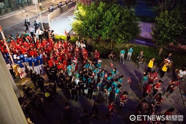 ▲▼台北世大運開幕典禮,選手進場,選手被抗議擋在外面無法進場。(圖/記者季相儒攝)