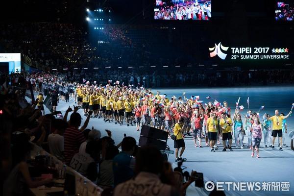 ▲▼台北世大運開幕典禮,選手進場,選手觀眾互動。(圖/記者季相儒攝)
