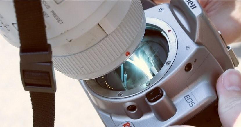 不信邪!攝影師用長鏡頭「拍太陽」,6秒後相機冒煙了…(圖/翻攝自網路)