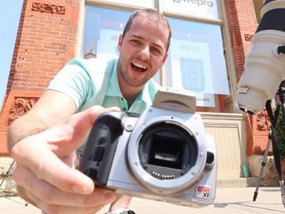 不信邪!攝影師用長鏡頭「拍太陽」,6秒後相機冒煙了…