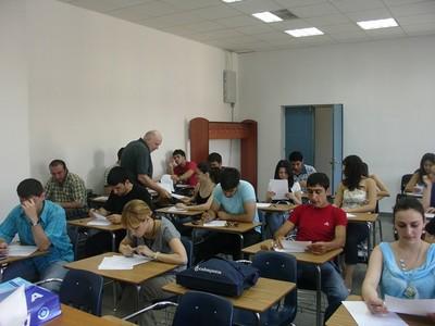 考試借筆被老師恥笑!他展開報復計畫…開學後老師沒再出現