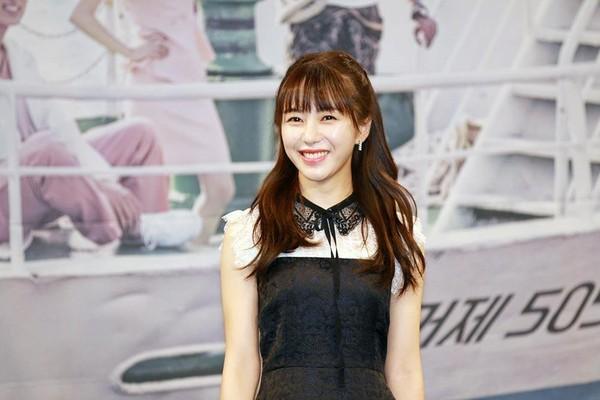 AOA的權珉娥演出冒失的女護理師,讓粉絲非常期待。
