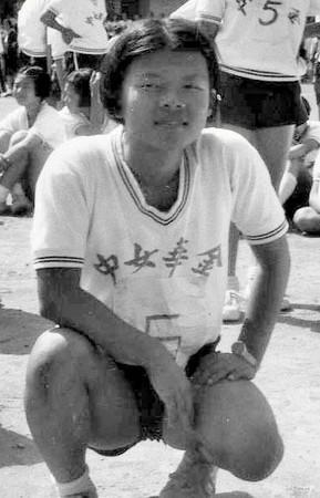丘愛芝國中讀女校,當身邊的女孩紛紛成為女人時,他卻越來越像男生。(丘愛芝提供)