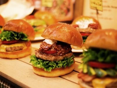 吃摩斯漢堡怎樣點才算內行?求解還被酸:你一個人吃齁