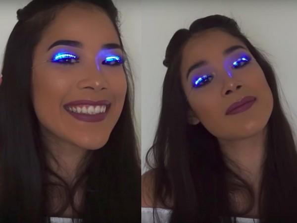 ▲部落客示範LED睫毛(圖/翻攝自YouTube)