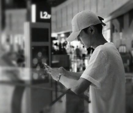 ▲▼粉絲偶遇鹿晗。(圖/翻攝自微博)