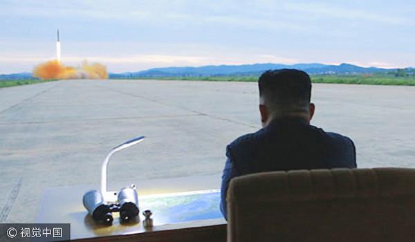 ▲▼2017年8月29日,朝鮮最高領導人金正恩現場指導火星12型彈道導彈發射訓練,並表示訓練是對美韓軍演的武力示威,同時是對日本的歷史上的侵略行為的報復。金正恩還表示,今後要以太平洋為目標,多進行彈道火箭發射訓練。(圖/視覺中國CFP)