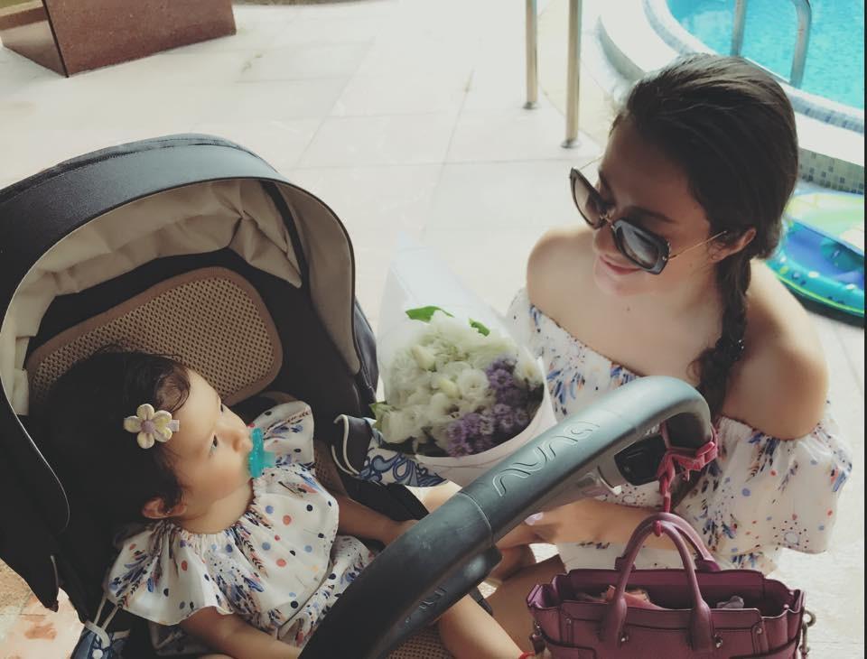 ▲瑞莎和女儿。(图/翻摄瑞莎脸书)