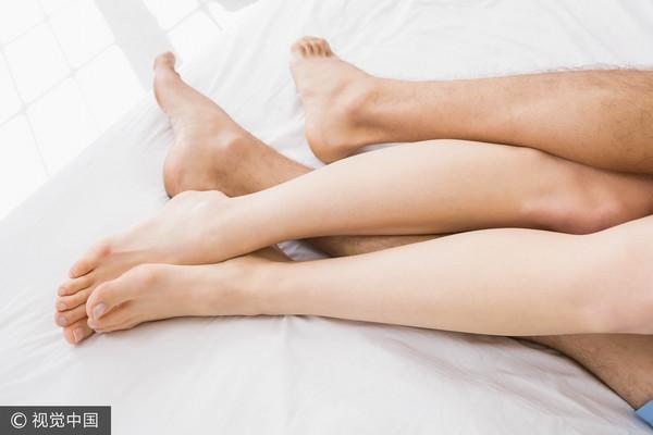 小王深夜進房「激烈扭纏」!她躺一旁…聽人妻呻吟秒傻:他們以為我睡了