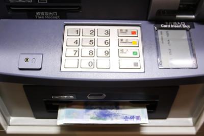 超商ATM故障!阿婆:讓我用一下 感冒店員無奈回答
