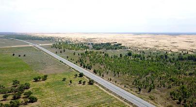 在《聯合國防治荒漠化公約》第十三次締約方大會期間舉行的「大陸科技治沙邊會」上,大陸代表向世界分享科技治沙的大陸經驗。(圖/新華社)
