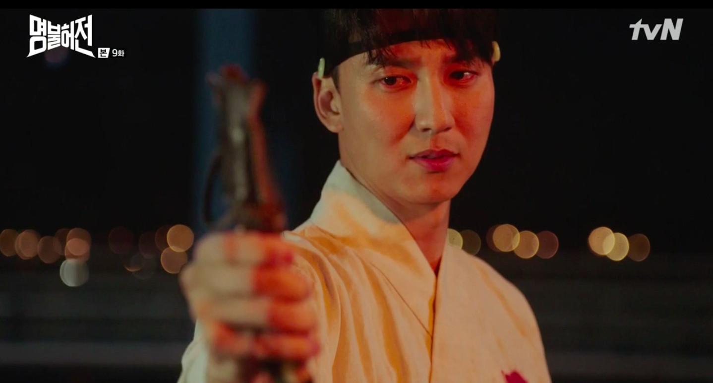 ▲▼ 雷/《名不虛傳》目睹病人遭棍棒打死 神醫黑化變壞!(圖/翻攝自tvN)