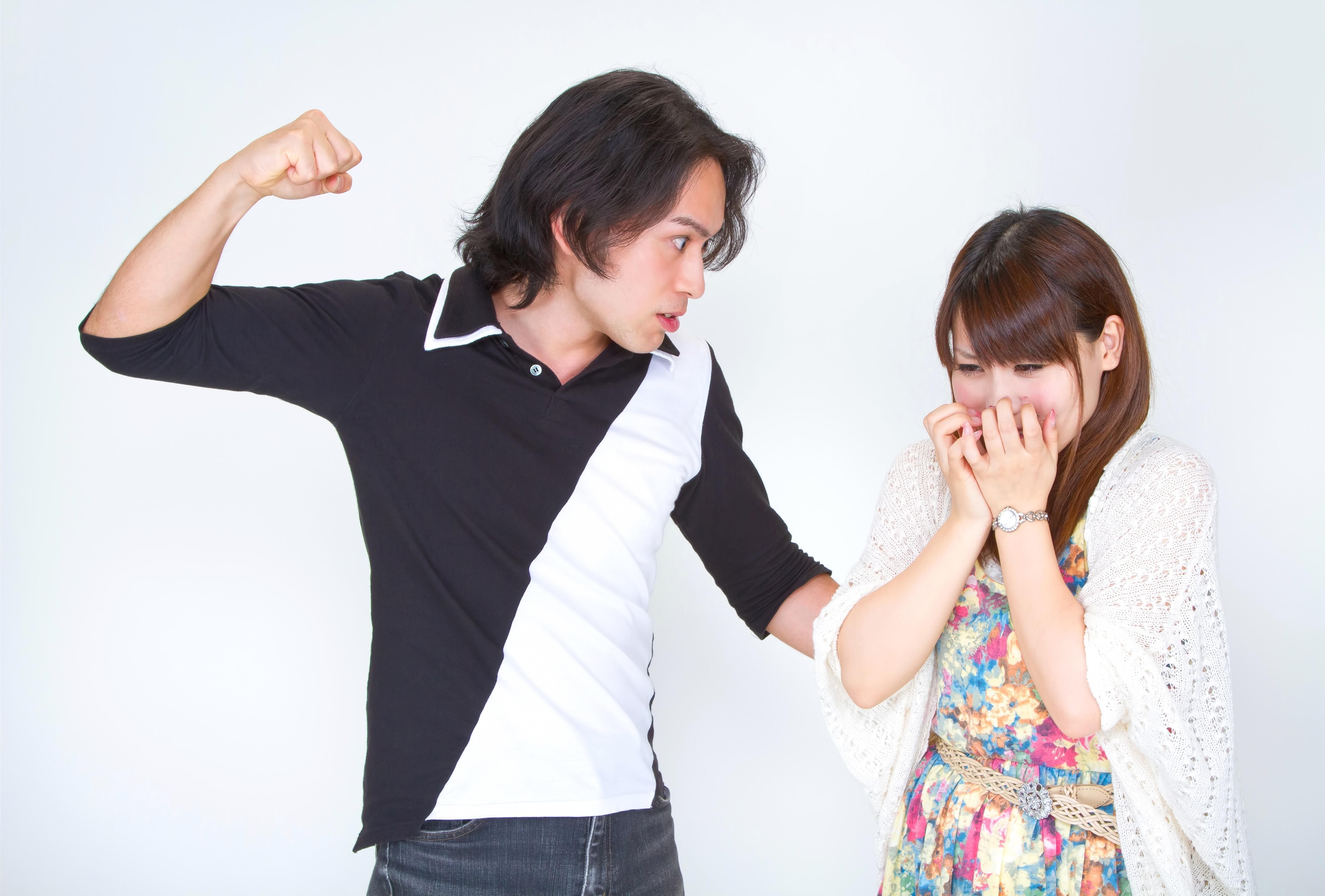 ▲▼家暴,暴力,恐怖情人,情侶,吵架。(圖/取自pakutaso網站)
