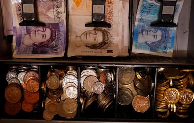 擔憂英國強硬脫歐 英鎊觸及兩年四個月來最低