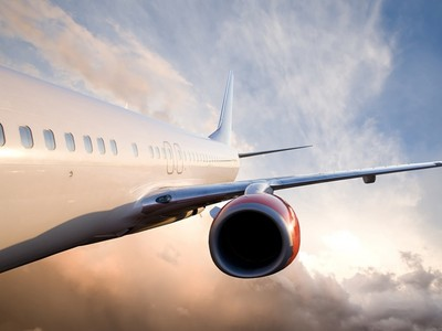 飛機起降呼呼大睡!艙內壓力劇變 耳膜「波」一聲破了