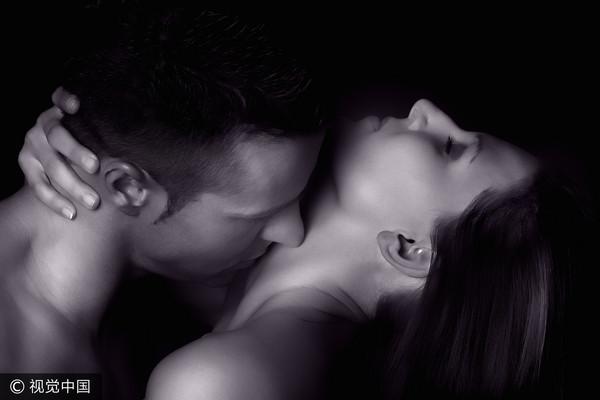 先按摩胸部再抚摸乳头 8个爱爱小技巧让她更愉悦