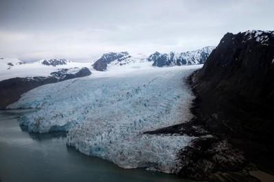 冰川凍住「28組未知病毒」!研究:冰層融化恐釋放