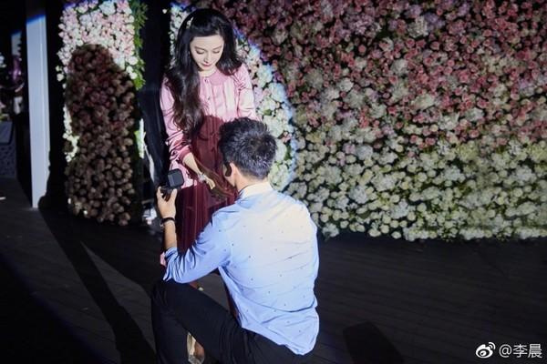 李晨求婚范冰冰成功。(圖/翻攝自李晨微博)