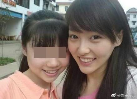 ▲▼唐嫣「大學全素顏照」曝光!。(圖/翻攝自娛美人兒微博)