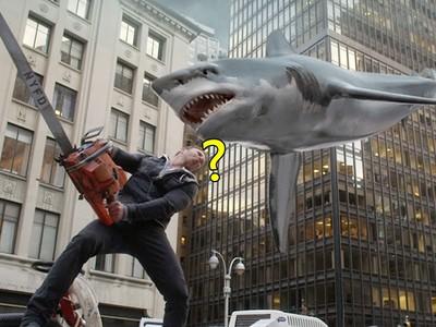 唬爛電影《風飛鯊》竟是真的 路邊鯊魚讓日網友嚇到彈出來