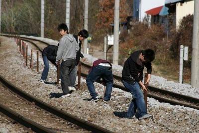 丟妻兒臥軌拍!日女哭訴鐵道迷老公「婚後不演了」:感覺人生被騙