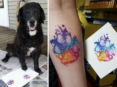 將過世愛犬掌印刺身上 彷彿牠的愛從未離開
