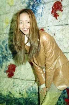 媒體翻出安室奈美惠早年專訪,說她以「引退」為演藝終極目標,也傳40歲是早已設定好。(翻攝網路)