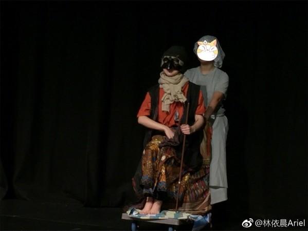 ▲林依晨在新加坡參與表演畫面。(圖/翻攝林依晨微博)