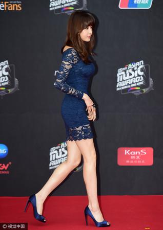 ▲姜素拉在2014年在MAMA頒獎典禮穿H&M衣服。(圖/CFP)