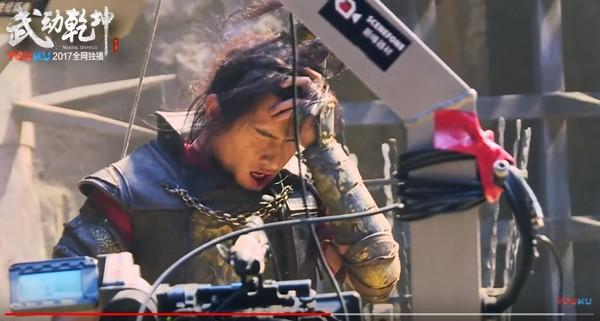 ▲楊洋武打戲中曾被踹臉。(圖/翻攝自優酷 YouTube)