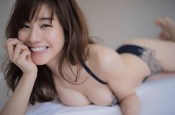 ▲田中美奈實半裸辣照引起兩面評價。(圖/翻攝自《ENDIA》)