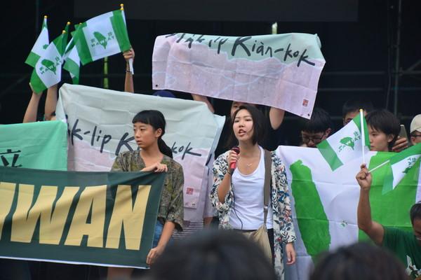 ▲▼台大學生抗議中國新歌聲。(圖/「中國新聲音 學生權被陰」提供)