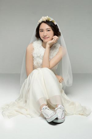 ▲新垣結衣婚紗照。(圖/翻攝自日網、推特)