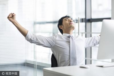 發好發滿!企業年終平均1.34個月 這三大行業發最多