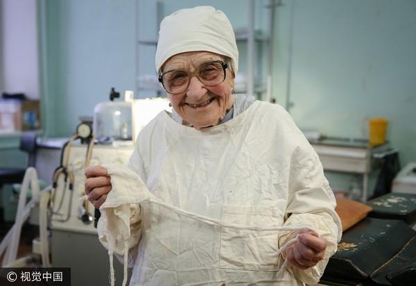 ▲▼俄90歲外科醫生每日還能開4台手術 長壽秘訣:不爽就說。(圖/CFP)