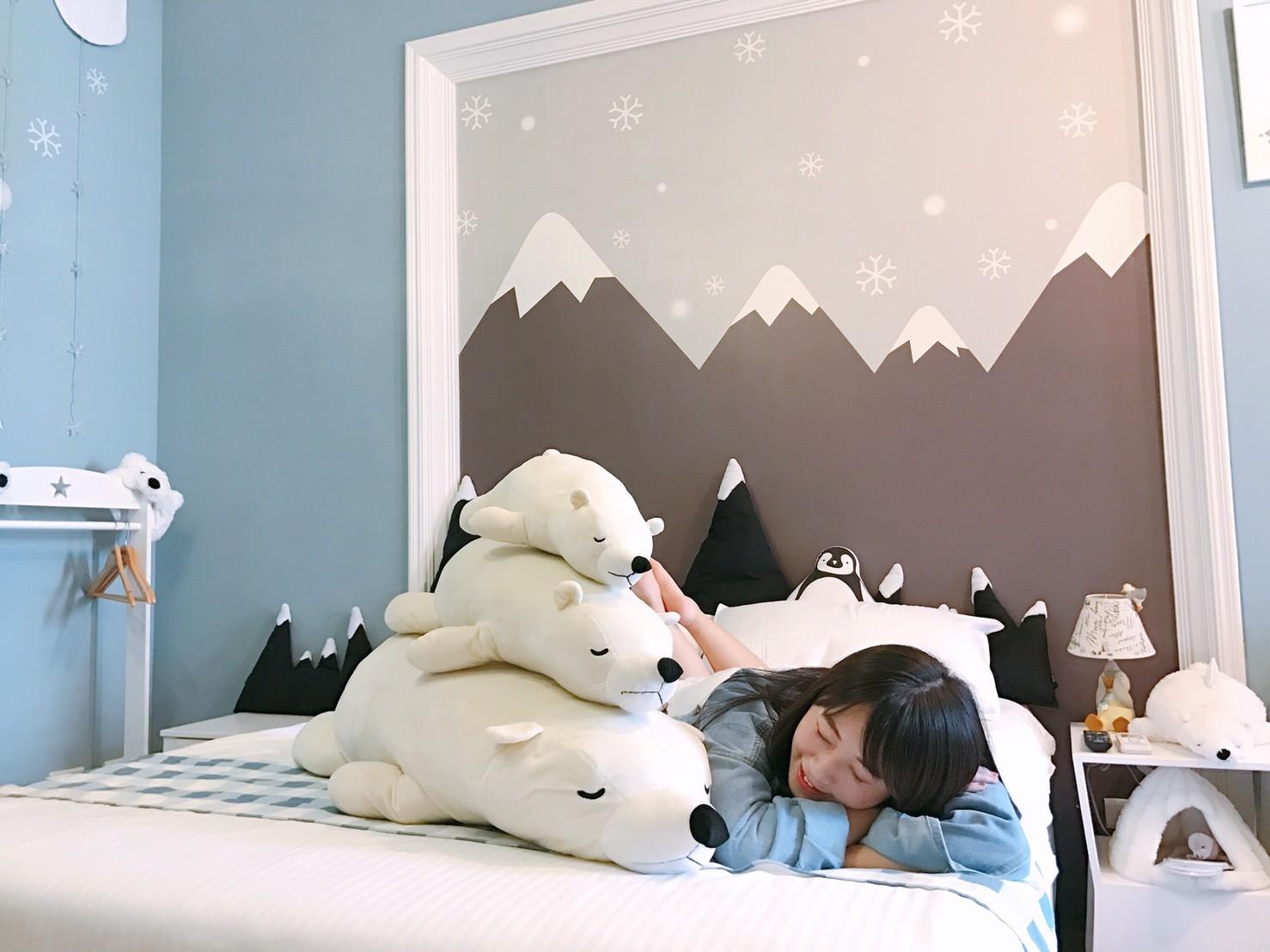 ▲花蓮鮭魚歸魚民宿有「北極熊」陪睡整夜。(圖/記者賴文萱攝)